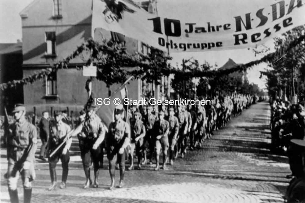 Propagandamarsch zum 10 jährigen Bestehen der Ortsgruppe Resse 1933 // FS I 07739 ISG © Stadt Gelsenkirchen