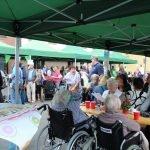 Resser Mark Grillfest - Alte und Junge trafen sich auf dem Marktplatz zum Feiern. Bilder: Petra Kerner